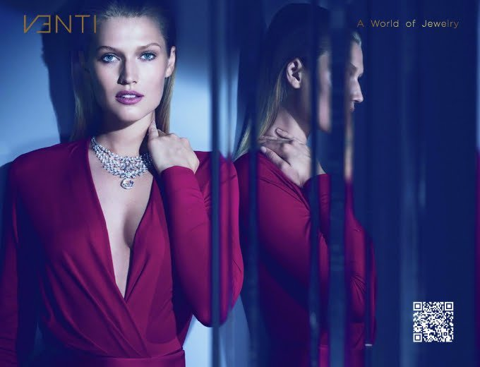 European model wearing venti neckless for the brand activation