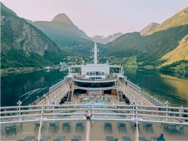 influencer yacht/cruise trip